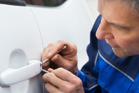 automotive locksmith services unlocking car